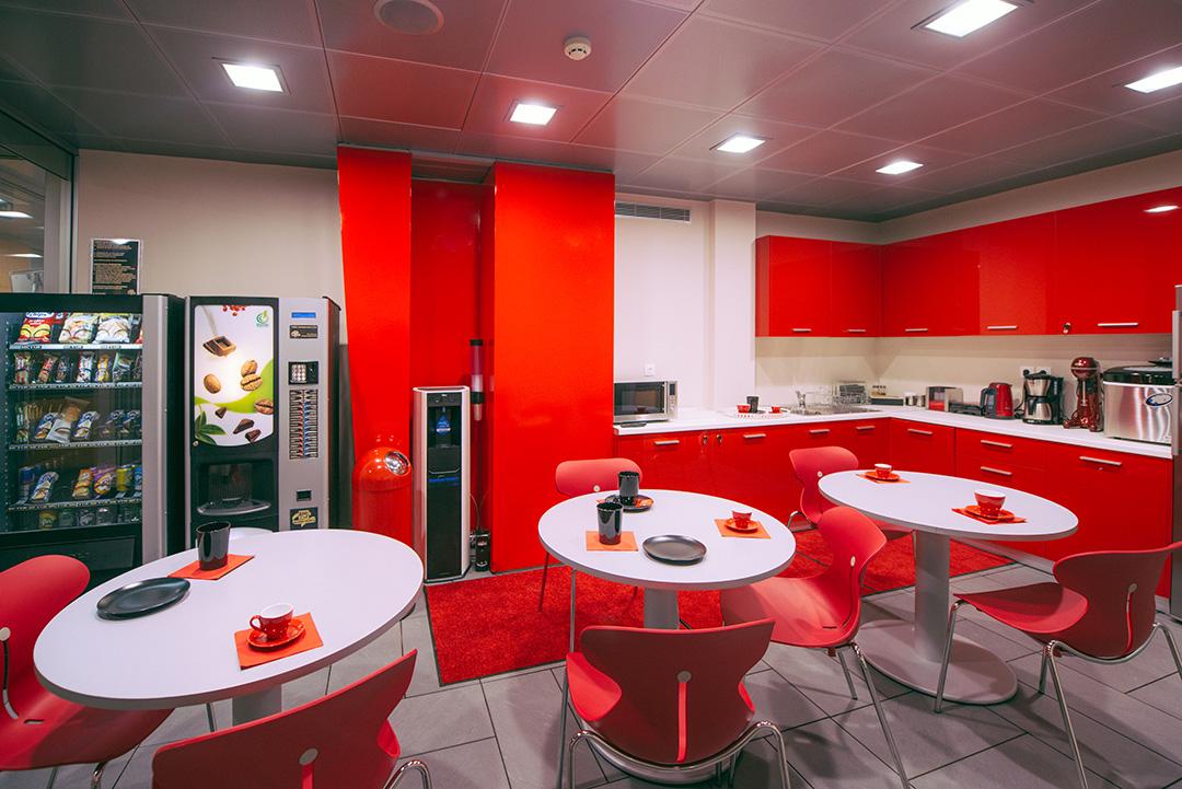 Το φαγητό στο γραφείο μπορεί να μας κάνει πιο αισιόδοξους και παραγωγικούς