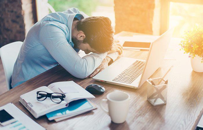 Ο ύπνος στη δουλειά κάνει καλό